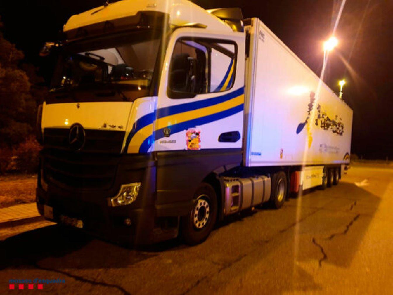 Un camioner la fa grossa a l'AP-7