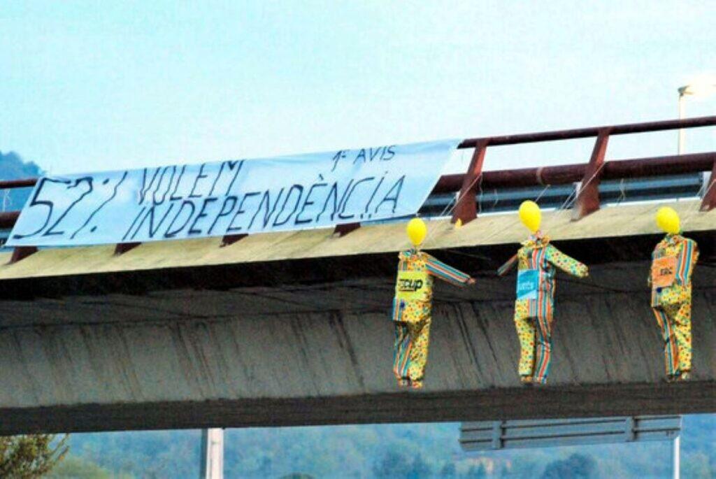 Ninots reclamant la independència