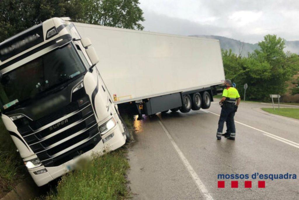 Un camioner borratxo la fa grossa a Sant Joan les Fonts