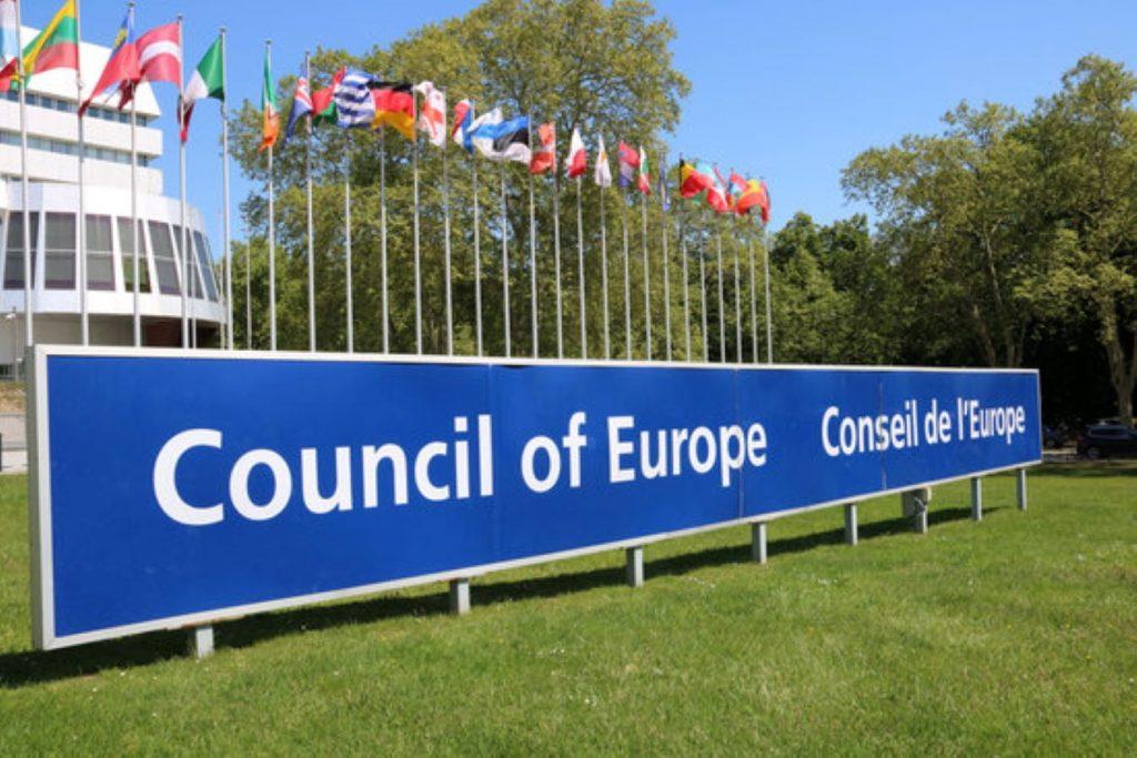 Cop d'efecte de Junts al Parlament per l'informe del Consell d'Europa