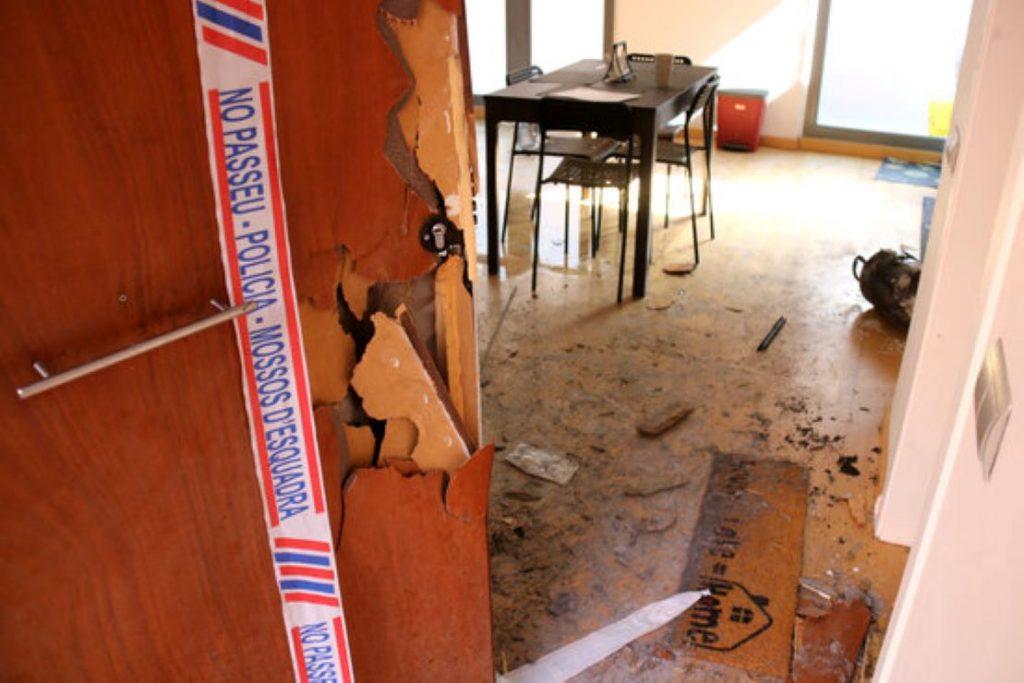 La parella de la mare de la nena de 4 anys morta a l'incendi de Terrassa l'havia deixat sola a casa
