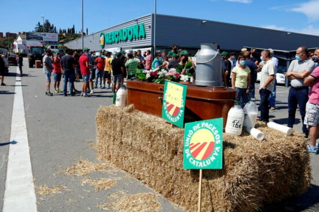 Pagesos protesten contra Mercadona