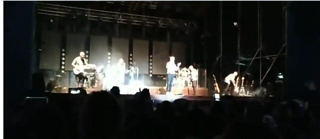 Comportament lamentable de Sergio Dalma durant un concert animant a saltar-se les mesures anticovid