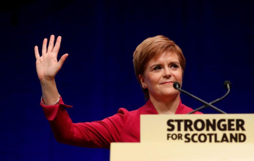 Cop d'efecte d'Escòcia per un nou referèndum