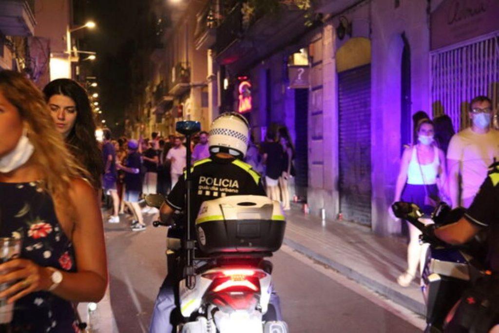Descontrol i aglomeracions a Gràcia aquesta passada nit