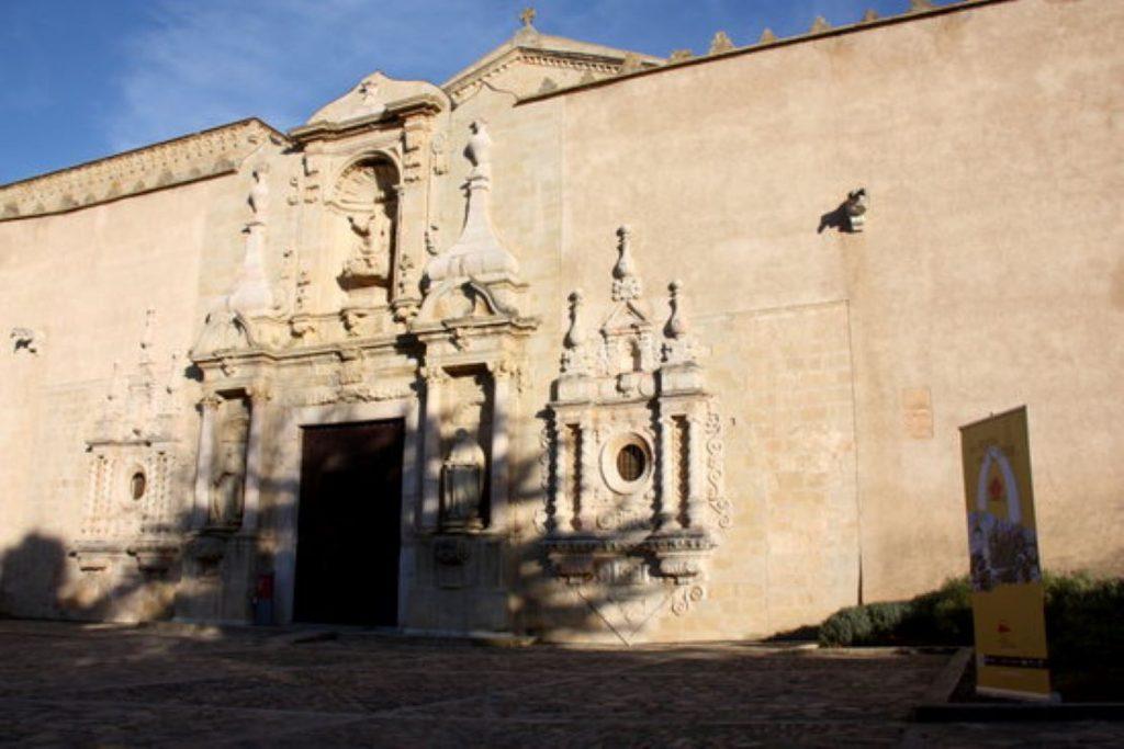Detingut un monjo del monestir de Poblet per tocaments a una menor