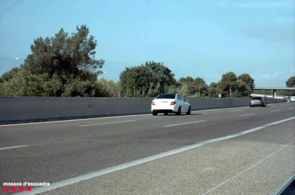 Dos conductors francesos la fan grossa a més de 220 per hora amb els fills al cotxe