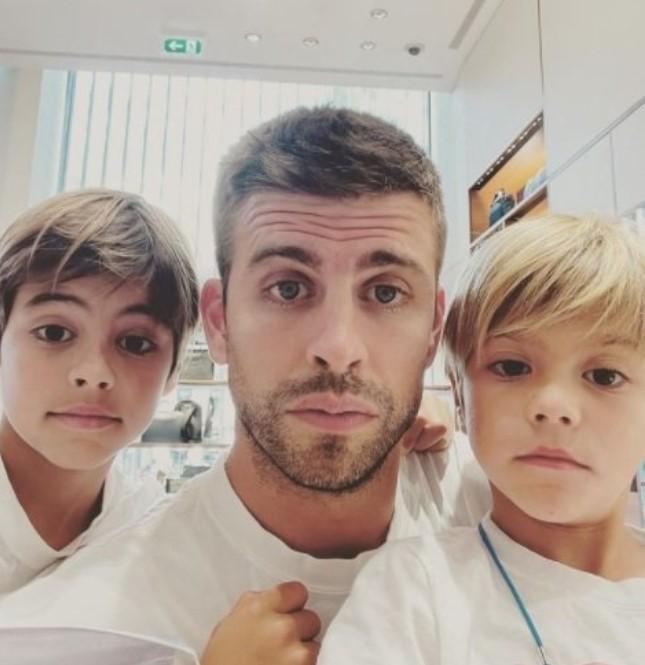 Gerard Piqué amb els seus fills