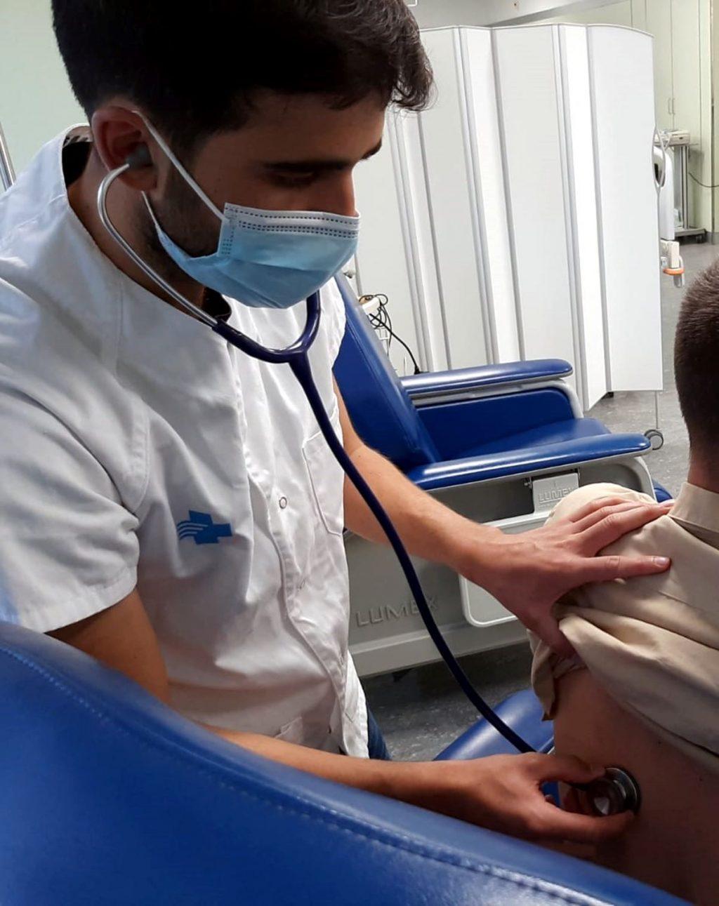 Infermer en l'assaig clínic de la vacuna d'Hipra