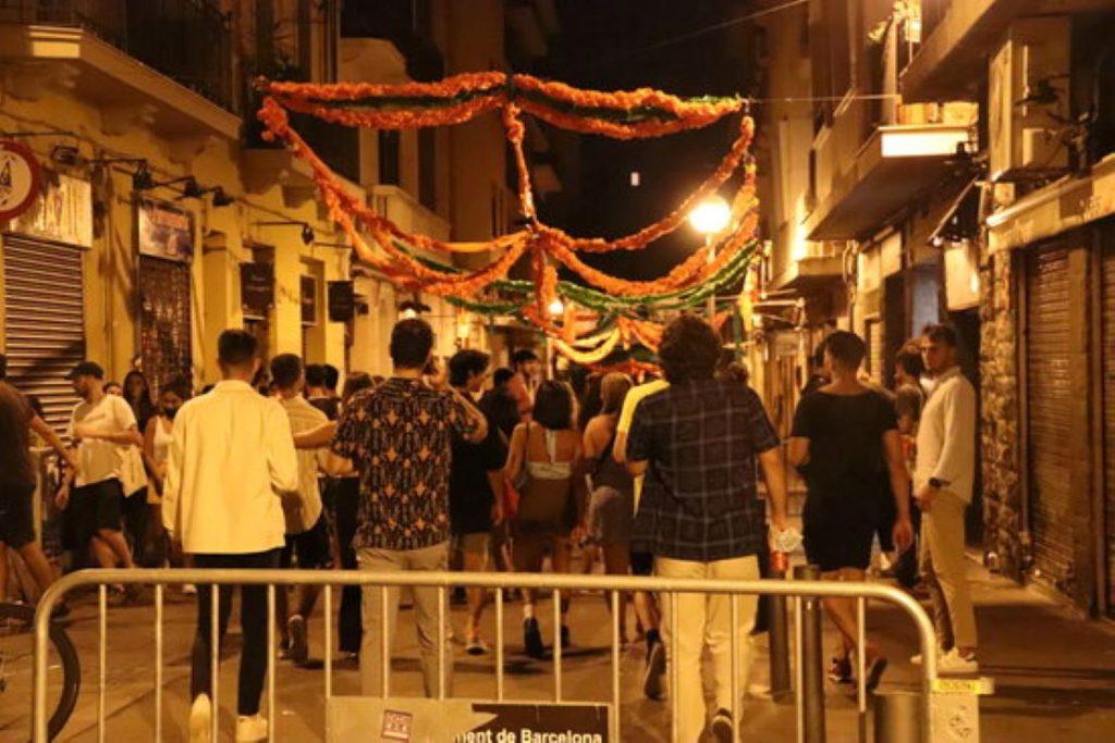 Nova nit de descontrol a Barcelona amb moltes més persones fent botellots davant la gran impunitat que els ofereix Colau