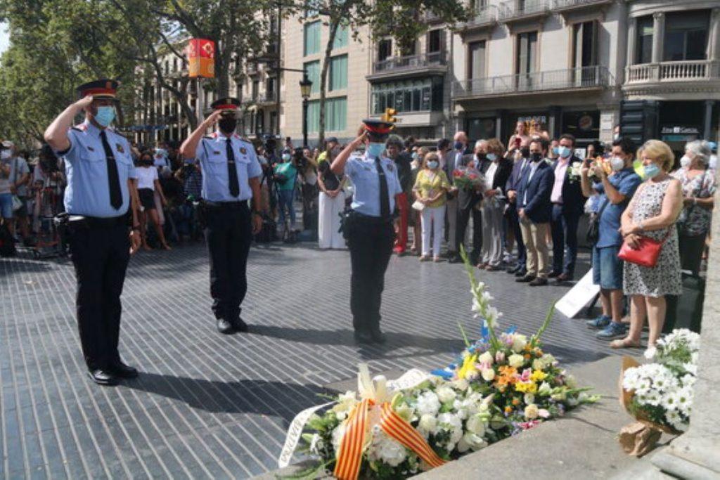 Rebregada de les víctimes del 17-A als polítics