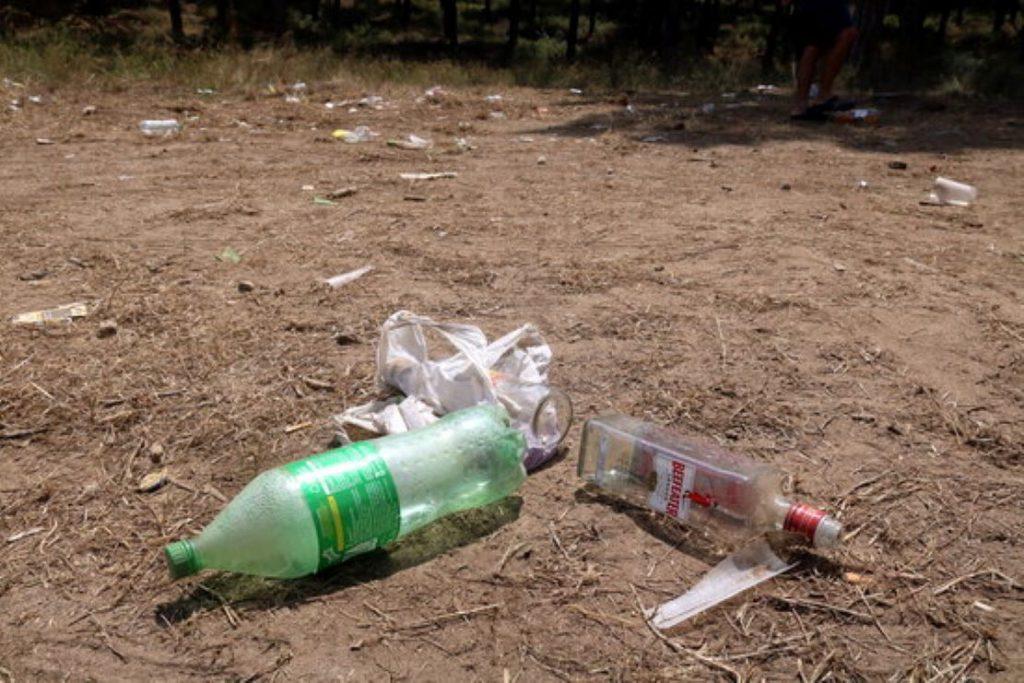 Un botellot amb 500 persones a Calonge acaba amb els joves llençant pedres als Mossos