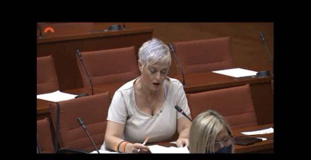 Ciutadans contra Laura Borràs per la polèmica de la vestimenta d'Anna Grau al Parlament