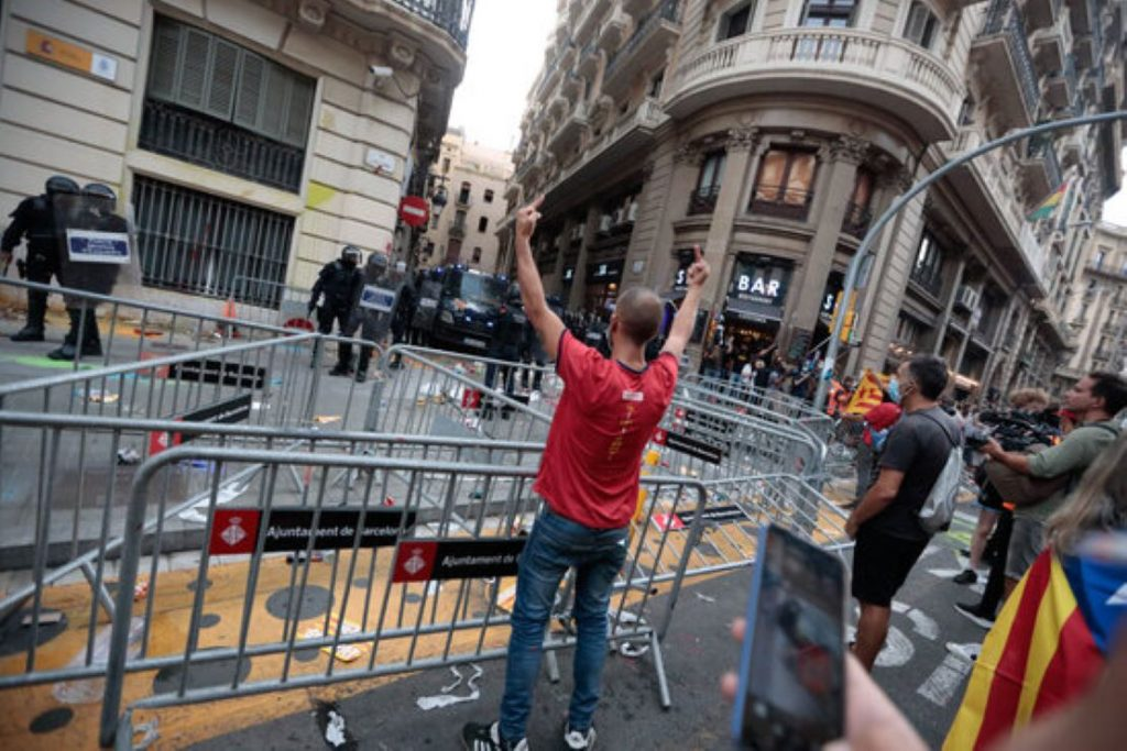 Independentistes s'enfronten als Piolins