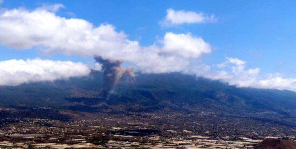 Terror a l'illa canària de La Palma per l'erupció del volcà