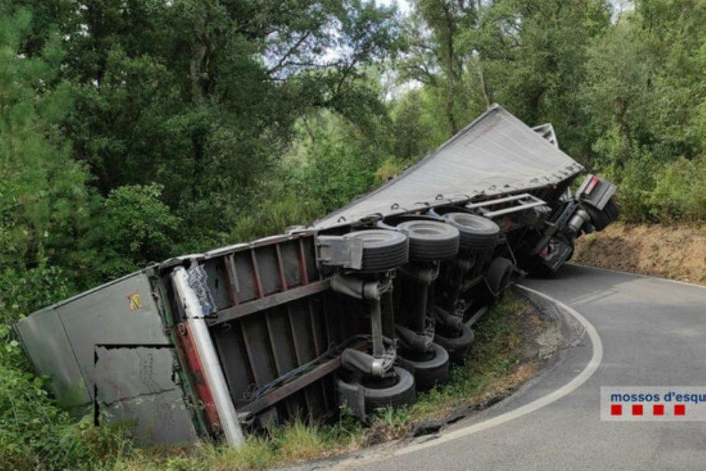 Un camioner la fa grossa a Riudarenes
