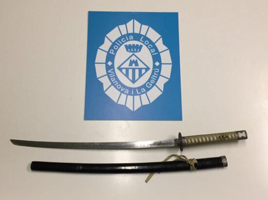 Terror a Vilanova i la Geltrú amb un home amenaçant amb una katana
